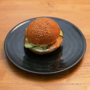 Burger Saumon concombre et sa crème ciboulette