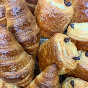 Panier croissants – pains au chocolat
